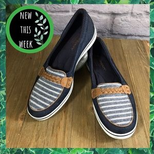 Blue striped braided stud 8W loafer boat shoes